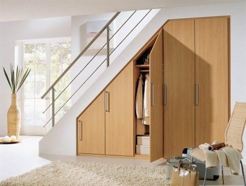 Встроенный шкаф под лестницу №1