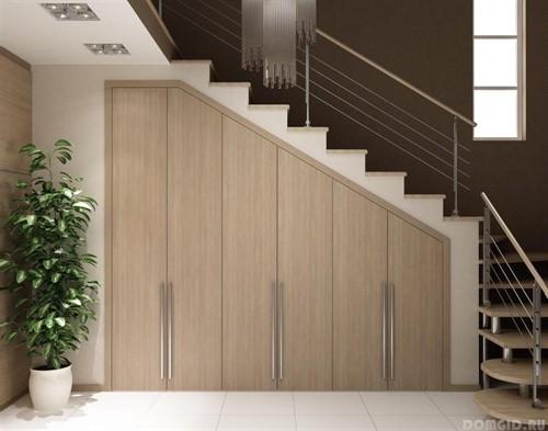 Встроенный шкаф под лестницу №3
